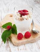 牛奶什锦早餐甜点 — 图库照片