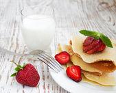 Stawberry pancakes — Stock Photo