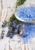 Lavender salt, and fresh flower — Stock Photo