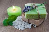 Přírodní bylinná mýdla — Stock fotografie
