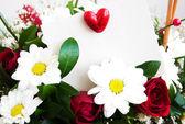 Květiny s bílou kartu — Stock fotografie