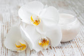 Face cream with orchids flowers — Stock Photo