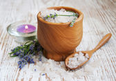 Mortar and pestle with lavender salt — Stock Photo