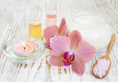 Spa set with orchids — Stock Photo