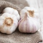 Burlap sack with garlic — Stock Photo