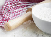 Flour and rolling pin — Stock Photo