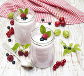 Fruit yogurt — Stock Photo