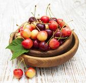 Fresh cherries in bowl — Stock Photo