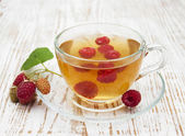 Cup of tea with raspberry — Stockfoto