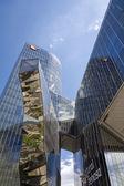 バルセロナのモダンなガラス張りのオフィスビルのビュー — ストック写真