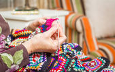 Hands of woman knitting a vintage wool quilt — Stock Photo