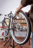 Real bicycle mechanic repairing custom fixie bike — Zdjęcie stockowe