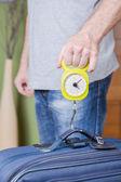 Man checking luggage weight with steelyard balance — Stok fotoğraf