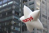 Macys ballon op Thanksgiving Day parade in New York — Stockfoto