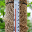 Thermometer rising up over 30 degrees per Celsium — Stock Photo