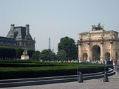 Picture near The Louvre Museum and Eiffel Tower in background — Stock Photo