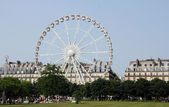 Panoramic Ferris wheel near the Louvre museum in Paris — Stock Photo