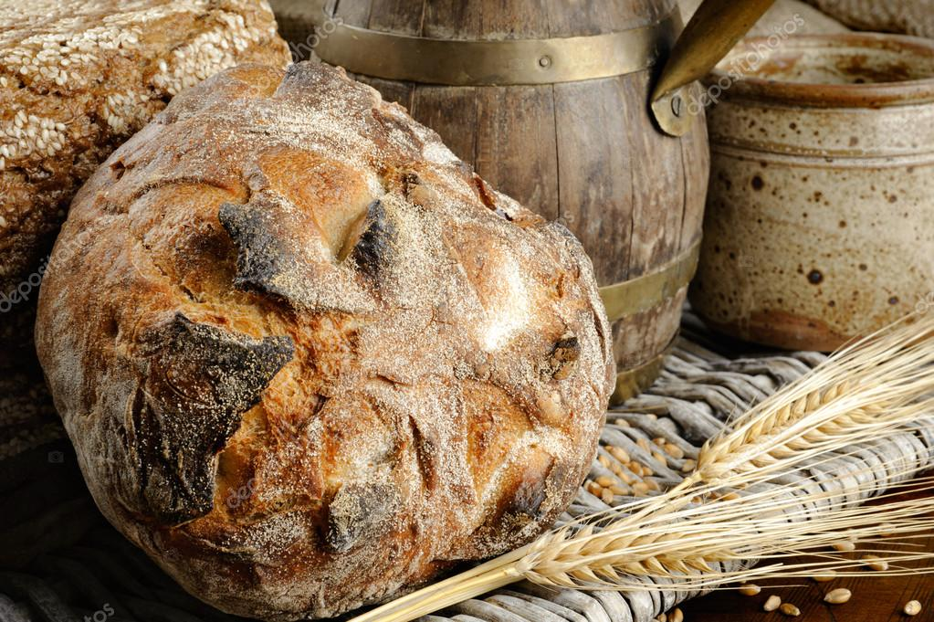 Freshly baked traditional bread in farmhouse setting — Stock Photo #12727596