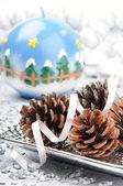 Pinhas num cenário de natal — Foto Stock