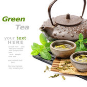 Asian tea set with dried green tea and fresh mint — Stok fotoğraf