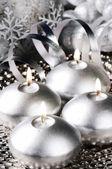 Gümüş tone noel mumlar — Stok fotoğraf