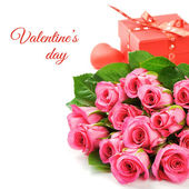 Bouquet of pink roses with Valentine's present — Stock Photo