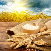 Ingredientes orgánicos para la preparación de pan — Foto de Stock