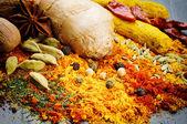 Mistura colorida de especiarias diferentes — Foto Stock