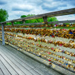 Love locks on Paris bridge - Foto Stock