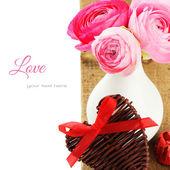 Peônias rosa frescas em um vaso — Fotografia Stock