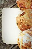 伝統的なパンとヴィンテージ紙フレーム — ストック写真