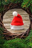 クリスマスの設定でサンタの帽子 — ストック写真