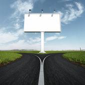 Signo de carretera y el camino en blanco con un tenedor — Foto de Stock