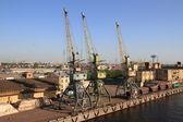 Muelles en san petersburgo, rusia — Foto de Stock