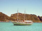 Küçük yolcu teknesi, buzios beach — Stok fotoğraf