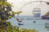 Boats and an Ocean Cruiser — Stock Photo