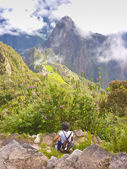 Girl in the Highs of Machu Pichu — Stock Photo