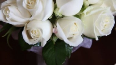 Wedding bouquet of white roses. — Stock Video