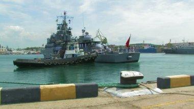 Mooring warship. — Stock Video