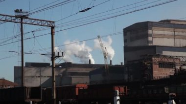 Smoking chimneys on the metallurgical plant. — Stock Video