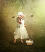 A little girl in a white hat — Stock Photo