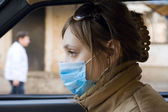 Young woman travels on automobile in a protective mask — Stock Photo