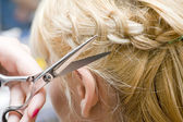 Hairstylist scissor hair — Stock Photo