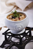 Beans cooked with mushrooms and quail — Stock fotografie