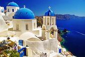 白色蓝色圣托里尼-卡尔德拉与教会的视图 — 图库照片