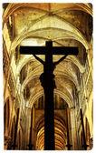 Cena de drama com cruz no interior da Catedral - foto artística — Fotografia Stock