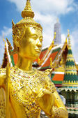 Grand palace in Bangkok with golden statue — Stock Photo