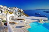 Romantyczne wakacje - ośrodek wypoczynkowy santorini — Zdjęcie stockowe