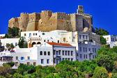 Isla de patmos, vista con el monasterio — Foto de Stock