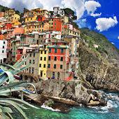 Picturesque Riomaggiore fishing village - cinque terre Italy — Stock Photo